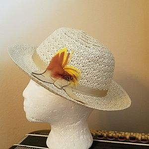 Accessories - CUTE IVORY HAT